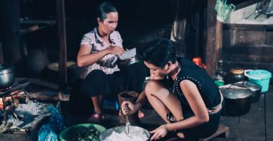 Hoa hậu H'hen Niê bán vàng để sửa nhà, không dám mua đồ hiệu vì để dành tiền làm đường cho bà con