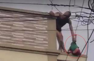 [Clip Sock]: Cha bị ngáo đá rồi xách ngược con nhỏ nhảy từ mái nhà này sang mái nhà khác để mua vui