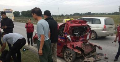 Hy hữu: Trong vòng 1 tiếng, tài xế xe tải bị tai nạn giao thông 2 lần